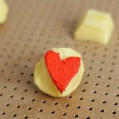 Make some stamps out of... potatoes! Perfect for decorating your Christmas gifts.