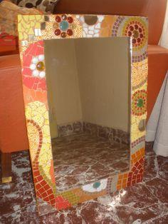Espejo con venecitas, gemas, azulejos
