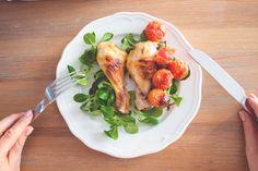 Trzy przepisy na soczystego kurczaka, który smakuje jak smażony, a jest pieczony