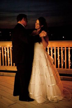 Every first dance should be incredibly special! And with the right DJ, it can be: http://www.naplesdj.com/  #firstdance #wedding #napleswedding #naplesdj #floridawedding #beachwedding  Photo Source: https://www.flickr.com/photos/stphngrhm/7446588440/