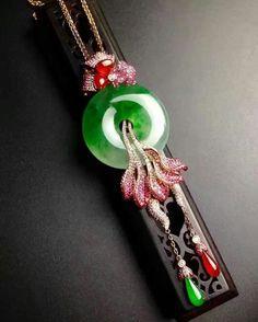 "Beautiful Jade Dragon Talisman Brown Tassel 14/"" Length"