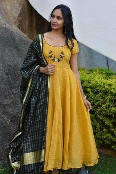 Designer Anarkali Dresses, Salwar Dress, Designer Dresses, Anarkali Suits, Anarkali Lehenga, Salwar Kameez, Long Dress Design, Dress Neck Designs, Blouse Designs