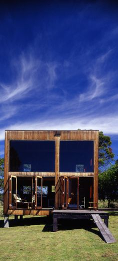 """""""The Box House is a cube of 6 meters built out of local Australian hardwood. The retreat was designed by the late Nicholas Murcutt Architect """". Australian Architecture, Australian Homes, Australian Bush, Off Grid House, Off Grid Cabin, Small Country Homes, Cabin Kits, Cabin Ideas, House Ideas"""