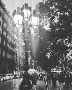 Mucha gente pequeña en lugares pequeños haciendo cosas pequeñas pueden cambiar el mundo. . Many small people in small places doing small things can change the world. . #spain #barcelona #barcelonagram #tourism #street #museo #restaurant  #square #plaza #fountain #boulevard #rambla #emotions #lantern #sunset #atardecer #people #blackandwhite #puestadesol #europe #eurotrip #trip  #travel #instagood #instamoments #ig_europe #igeurope #walking #thanksgod #foryourgifts by jennykatherinebrice