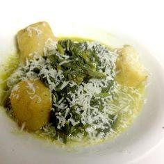 Il mio piatto di questa sera è zuppa di friarielli con tozzetti di scagliuozzi di granone bianchi.