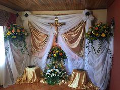 Corpus Christi, Church Altar Decorations, Church Stage, Valance Curtains, Virgin Mary, Gods Love, Art Images, Funeral, Ideas Geniales