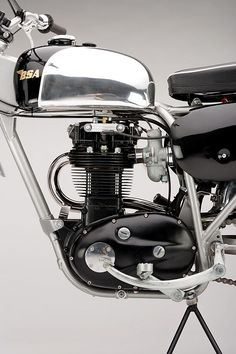 Custom BSA 441 Victor Enduro Replica 1967 by Steve Bright British Motorcycles, Cool Motorcycles, Vintage Motorcycles, Triumph Motorcycles, Motorcycle Engine, Motorcycle Style, Bike Engine, Arms Race, Vintage Motocross