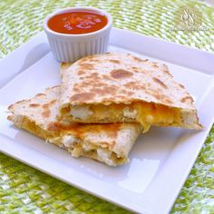 Why can't I think of easy lunches like this??? Low Carb Chicken Quesadilla