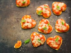 Minis pizzas au fromage à raclette – Rezepte Mini Croissants, Minis, Cake Factory, Valentines Day Food, Snacks, Bruschetta, Good Food, Food And Drink, Pizza