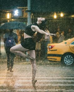 Photographer Captures Amazing Ballet Dancers on the Streets of New York