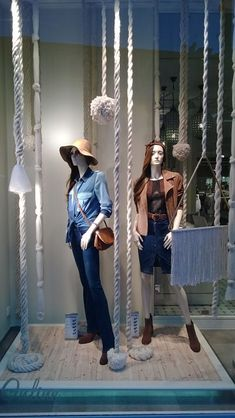 Shop window display done with ropes Boutique Interior, Clothing Store Interior, Clothing Store Displays, Clothing Store Design, Store Window Displays, Boutique Decor, Boutique Design, Lingerie Store Design, Fashion Window Display