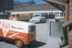 Varetransport i Tiedemanns varebil. Reklame for Plaza sigaretter på bilen