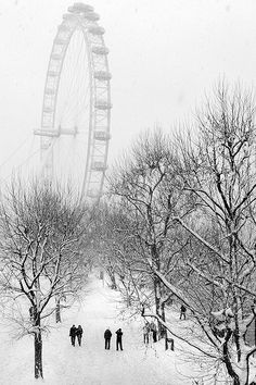 London Eye in Snow