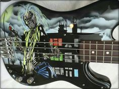 Steve Harris's cool bass Heavy Metal Rock, Heavy Metal Bands, Guitar Art, Cool Guitar, Iron Maiden Band, Where Eagles Dare, New Romantics, Double Bass, Custom Guitars