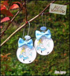 Boucles d'oreilles cabochon résine 'Little Alice' : Boucles d'oreille par alice-ayres