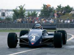 Michele Alboreto (ITA) (Team Tyrrell), Tyrrell 011 - Ford-Cosworth DFV 3.0 V8  1982