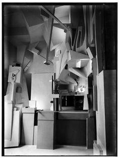 Dada and dadaism : Kurt Schwitters Merzbau installation Tristan Tzara, Kurt Schwitters, Mondrian, Museum Hannover, Dada Life, Xavier Veilhan, Arte Yin Yang, Hans Richter, Hans Arp