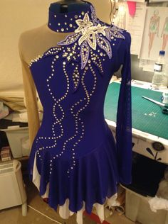 looooveeee this dress very beautiful!! Sparkle Ice www.sparkleice.wordpress.com