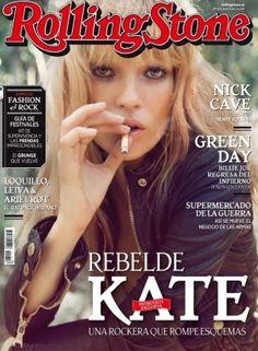 Kate Moss. Una rockera que rompe esquemas La música está en el punto de mira de la moda, una explosiva combinación que aún sigue siendo tendencia. Si no, preguntadle a nuestra mujer de portada, una Kate Moss inmortal que tiene más rock en el cuerpo que el –difunto– CBGB