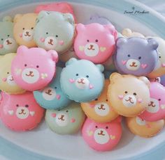 Colorful bear macarons by Cute Desserts, Delicious Desserts, Cute Baking, Kawaii Dessert, French Macaroons, Macaroon Recipes, Japanese Sweets, Cute Cookies, Cafe Food