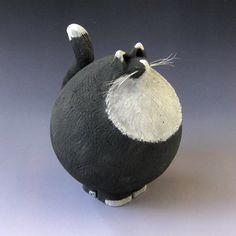 Tuxedo Cat. Ceramic, underglaze. Fred Yokel Pottery Animals, Ceramic Animals, Clay Animals, Paper Mache Clay, Paper Clay, Clay Art, Ceramic Clay, Ceramic Pottery, Pottery Handbuilding