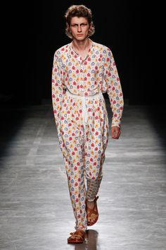 See the complete Andreas Kronthaler for Vivienne Westwood Spring 2017 Ready-to-Wear collection.