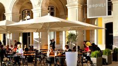 Populi - Right in the heart of Lisbon downtown, in Praça do Comércio, this sophisticated café