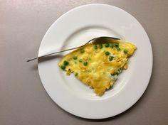 Vaječná omeleta s hráškem a kukuřicí na másle