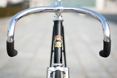 Receiving an email from John Buellens, one of the founding members of Kinfolk Bicycles, always brightens up my inbox. It's always guaranteed to contain superb photos of their gorgeous frames, hand crafted by Master Bulder Shiuchi Kusaka in Kansai, Japan. This track bike is no different, a pure track bike assembled with old-school components.