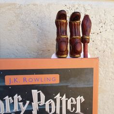 Quidditch Harry Potter bookmark broomsticks bookmark by HolgaArt Marque Page Harry Potter, Harry Potter Broomstick, Harry Potter Bookmark, Harry Potter Quidditch, The Magicians, Create Yourself, Creative, Polymer Clay, Etsy