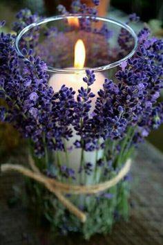 Nada melhor do que velas e flores para uma bela decoração. Seja pra um jantar simples no meio da semana ou alguma comemoração especial. Fazer uma boa recepção sempre é de bom tom.