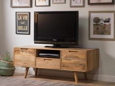 This large media unit has ample storage space for all your media components and accessories. With two large cupboards and a spacious drawer, you will find plenty of room to tidy your DVD's, spares wires and controls. Bella Furniture, Mango Wood Furniture, Wood Furniture Living Room, Living Room Tv, Home And Living, Budget Living Rooms, Furniture Ideas, Oslo, Urban Apartment