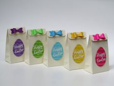 These 10 Easter gift bags are created with ivory card stock and embellished with a glitter color egg and shimmer Happy Easter cut out. Each bag has a matching color bow. You will receive: 2 bags off each color: fuchsia, yellow, blue, green, purple These bags are perfect for Easter,