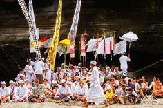 Devotees during Melasti ceremony on a beach in Bali. . . . . . #bali #traveling #travelphotography #instatravel #travelblog #travelblogger #travelphotography #wanderlust #welltraveled #traveller #nomad #destinationed #travell.ers #balidominik #natgeo #natgeoadventure #wanderlustofasia #instatravel #instagood #asianculture #wewanderasia #explorebali #balidaily #fascinatingbali #melasti #galungan