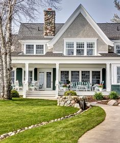 Modern Farmhouse Exterior Design Ideas for Stylish but Simple Look Farmhouse Exterior Design Ideas - Farmhouse style can go far past your farmhouse design. Allow this collection of jaw dropping farmhouse exteriors influence your brand-new build or . Modern Farmhouse Exterior, Farmhouse Design, Farmhouse Style, Farmhouse Ideas, Modern Cottage Style, Southern Farmhouse, Cottage Design, Farmhouse Decor, Lakeside Cottage