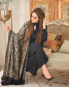 Pakistani Fashion Party Wear, Pakistani Fashion Casual, Pakistani Dresses Casual, Indian Fashion Dresses, Pakistani Dress Design, Indian Designer Outfits, Designer Dresses, Pakistani Models, Fancy Dress Design