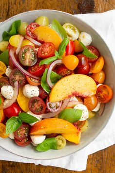 This sweet and simple tomato peach Caprese salad takes all the flavors of summer and puts them in a bowl. Sweet peaches paired with heirloom tomatoes, red onion, fresh mozzarella, and basil tossed in a champagne vinaigrette. Easy Salad Recipes, Easy Salads, Summer Salads, Grilled Chicken Thighs, Grilled Meat, Champagne Vinaigrette, Tomato Mozzarella, Heirloom Tomatoes, Delicious Fruit
