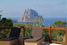 Villa de vacances agréable et entièrement indépendante entourée d'un grand domaine doté d'entre autres une piscine privée.