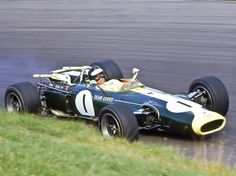 Jim Clark takes a deep breath as he aims his big, heavy Lotus 43 BRM around Oulton Park in Car Top View, Lotus F1, Race Engines, Formula 1 Car, New Sports Cars, Indy Cars, 500 Cars, Automotive Art, My Dream Car