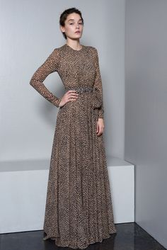 Spotted Dress with hijab would look great. Modest Outfits, Modest Fashion, Hijab Fashion, Boho Fashion, Fashion Dresses, Womens Fashion, Islamic Fashion, Pakistani Dresses, Look Cool