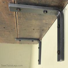Support de tablette en acier outsider par symétrie matériel--- 3 $ d'expédition aux États-Unis basse 48 Cette liste est pour un support de tablette en acier unique dans notre conception « Outsider ». Il est fait de 1.5 de large, 3/8 d'épaisseur industriel barre plate en acier. Nous l'appelons la « outsider », parce que le support est très fort pour sa petite taille et un design minimaliste. -En acier largeur : 1.5 -En acier épaisseur : 3/8 -Options de longueur : 4 x 4 », 6 « x 6 », 8 « x 8…