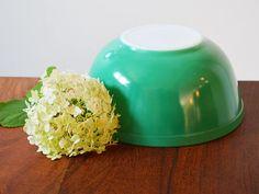 Vintage Pyrex Primary Green 403 circa 1950s  2.5 Quart Bowl