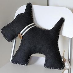 Scottie Dog Cushion Hand Embroidered (free UK P&P) - Stofftiere Felt Crafts, Fabric Crafts, Sewing Crafts, Sewing Projects, Gifts For Dog Owners, Dog Gifts, Dog Cushions, Pillows, Wool Fabric