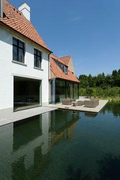 Vlaams Landhuis Pulle | Vlassak Architects Amazing Architecture, Architecture Design, Future House, My House, Saint Sauveur, Farmhouse Architecture, House Extensions, Facade House, House Goals