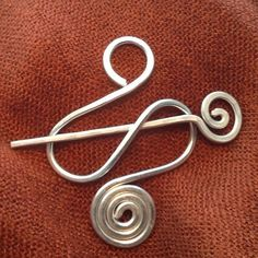 Sturdy Silver BROOCH, Hair Pin or Shawl Pin made with Aluminum Wire - Elegant and Decorative Pin/Bro Handmade Wire Jewelry, Copper Jewelry, Jewlery, Viking Knit Jewelry, Barrettes, Wire Wrapped Earrings, Diy Hair Accessories, Wire Weaving, Wire Crafts