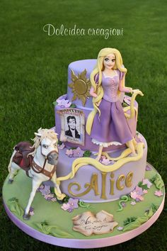 Tangled - Rapunzel cake by Dolcidea creazioni Rapunzel Torte, Rapunzel Flynn, Bolo Rapunzel, Rapunzel Birthday Cake, Funny Birthday Cakes, Tangled Birthday Party, Birthday Cake Girls, Rapunzel Cake Ideas, Disney Themed Cakes