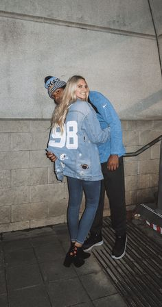 football game outfit What to Wear to An NFL Game Football Couple Pictures, Football Couples, Football Outfits, College Football, Football Tailgate, Football Uniforms, Teen Couples, Tailgating, Football Boyfriend
