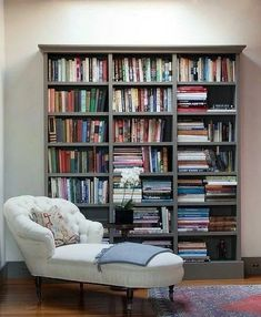 Mini Library, Meditation Center, Real Estate Houses, Interior Design Studio, Wood Table, Book Worms, Office Decor, Home Goods, Bookcase