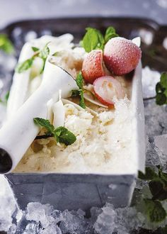 Coconut and litchi ice cream Yummy Ice Cream, Coconut Ice Cream, Ice Cream Recipes, Food Photography Styling, Food Styling, South African Recipes, Afrikaans, Sweet And Salty, Juices