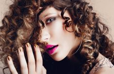 Află cum îţi poţi prepara singură un tratament pentru păr gras, pe bază de ulei de ricin! Green Life, Dreadlocks, Make Up, Hair Styles, Beauty, Knits, Plant, Hair Loss, Maquillaje